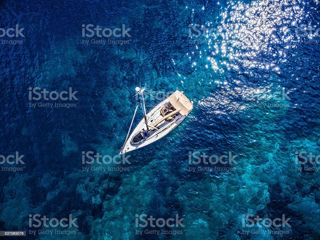 Anker werfen Segelboot, Ansicht von Hintergrundgeräusche – Foto