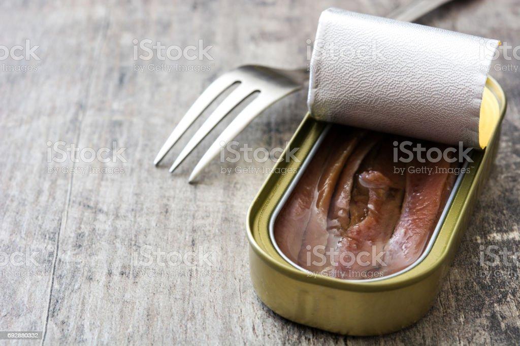 Lata de anchoas - foto de stock