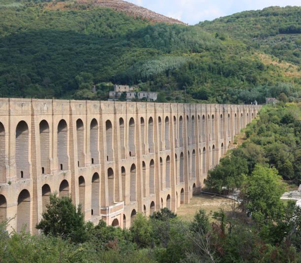 Ancien Caroline Aqueduct in Süditalien – Foto
