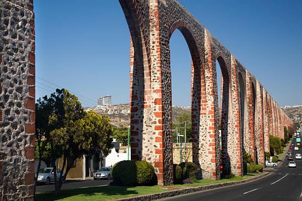 antigua aquaduct queretaro, méxico - queretaro fotografías e imágenes de stock