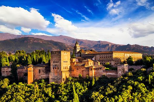 古代アラビアの要塞アルハンブラグラナダスペイン製です - 2015年のストックフォトや画像を多数ご用意