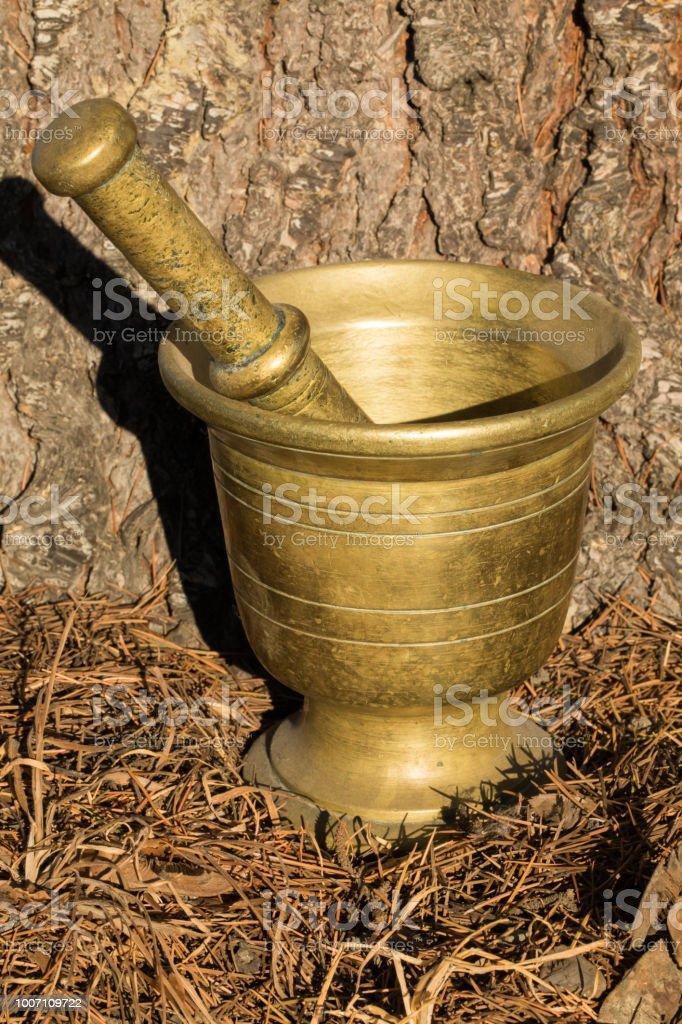 Latón antiguo mortero y Maja. - foto de stock