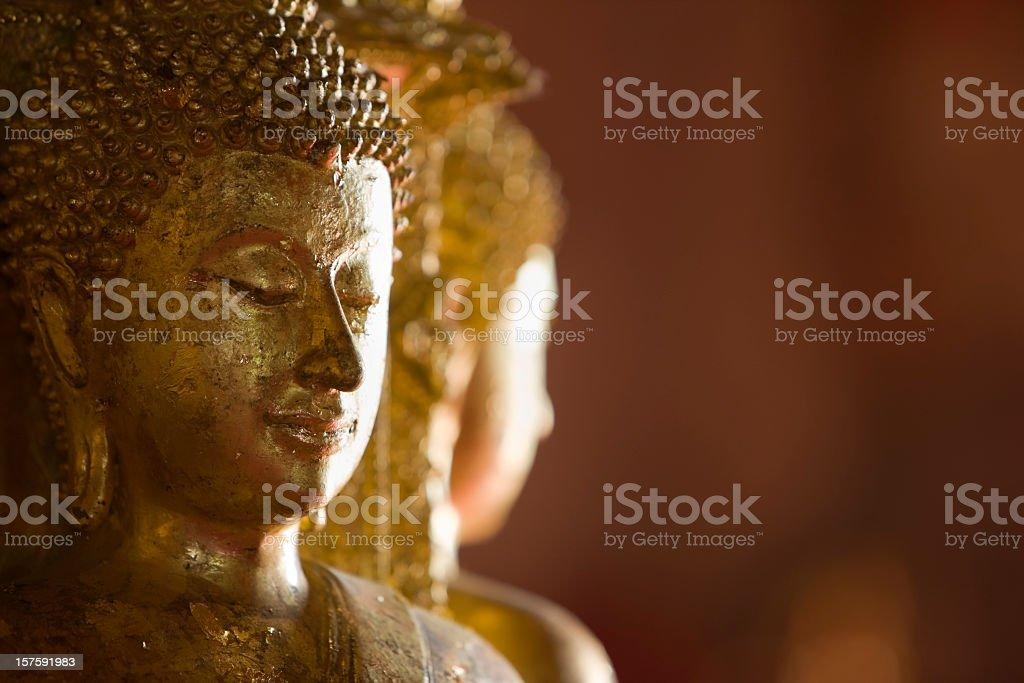 Alte Buddha Bilder in einem buddhistischen Thai-Tempel. – Foto