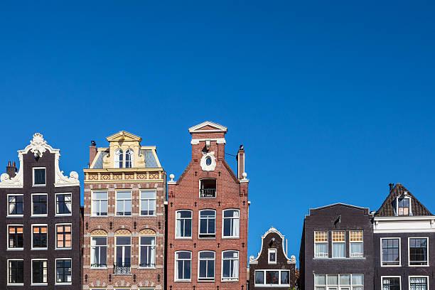 ancient canal houses in the dutch capital city amsterdam - keizersgracht stockfoto's en -beelden