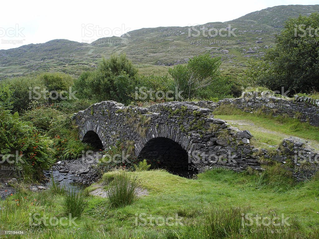 Ancient celtic bridge​​​ foto