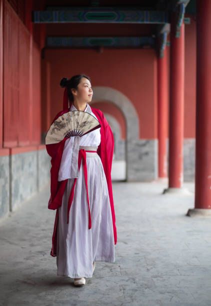 alte chinesische junge studenten - japanischer fächer stock-fotos und bilder