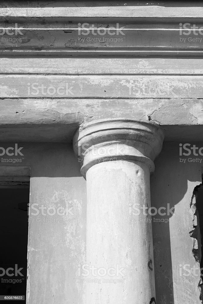 Ancient column closeup / black and white photo foto de stock royalty-free