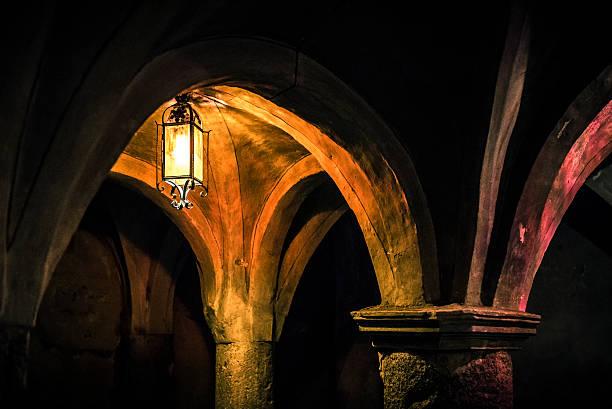 ancient crypt lit by a lantern foto