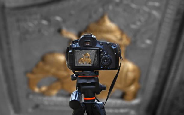 statue antique d'éléphant - camera sculpture photos et images de collection