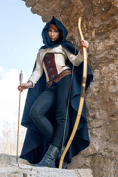 alte weibliche archer - elfenkostüm damen stock-fotos und bilder