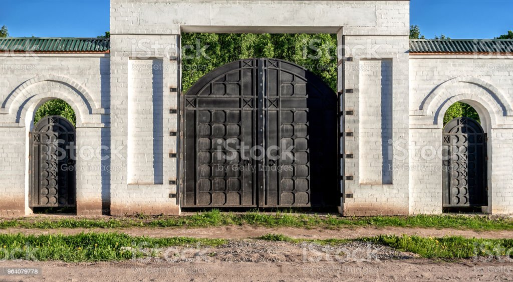 Ancient gate in a white brick wall - Royalty-free Ancient Stock Photo
