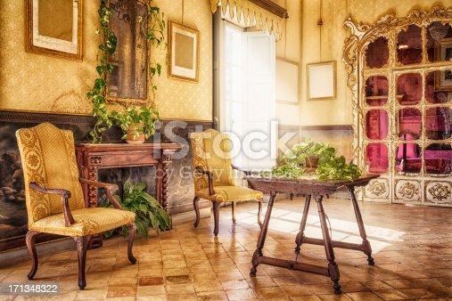 istock Ancient majorcan living room / Alfàbia - Sala de l'Alcova 171348322