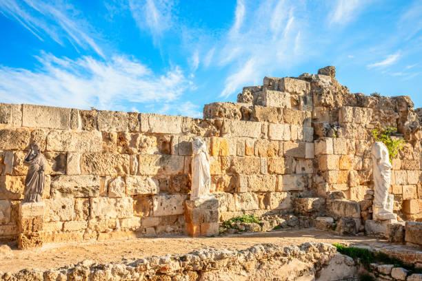 Antike Marmorstatuen in Salamis, griechische und römische archäologische Stätte, Famagusta, Nordzypern – Foto