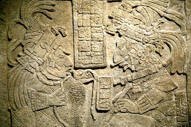 древние maya перемычка над проёмом - традиционная церемония стоковые фото и изображения