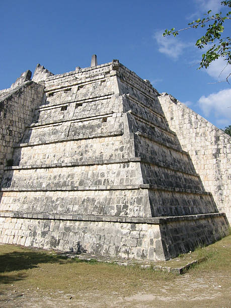 ancient mayan ruins chichen itza mexico - fsachs78 stockfoto's en -beelden