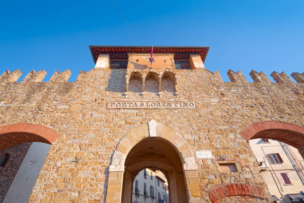 Ancient medieval gate in the city walls of Arezzo, Tuscany Ancient medieval gate in the city walls of Arezzo, Tuscany arezzo stock pictures, royalty-free photos & images