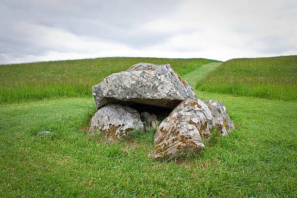 Ancient megalithic tomb dolmen, Carrowkeel, Ireland Ancient megalithic tomb dating as far back as 3200 BC contains a number of dolmens (stone age tombs) near Carrowkeel, Ireland portal dolmen stock pictures, royalty-free photos & images