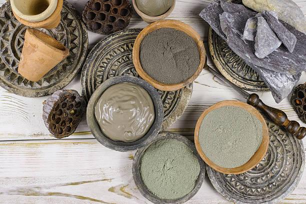 ancient minerals black, green, blue clay powder and mud mask - morze martwe zdjęcia i obrazy z banku zdjęć