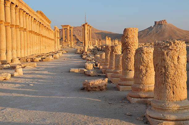Ancient Palmyra Syria Roman ruins of Palmyra, Syria greco roman style stock pictures, royalty-free photos & images