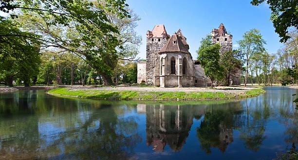 Antike Ruinen der Burg Pottendorf- Österreich – Foto