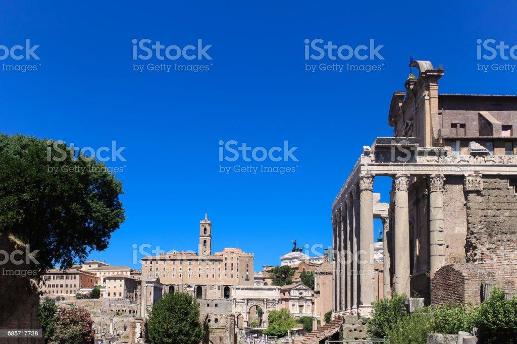 Ancient Ruins of Roman Forum and Altare della Patria, Rome, Italy. 免版稅 stock photo