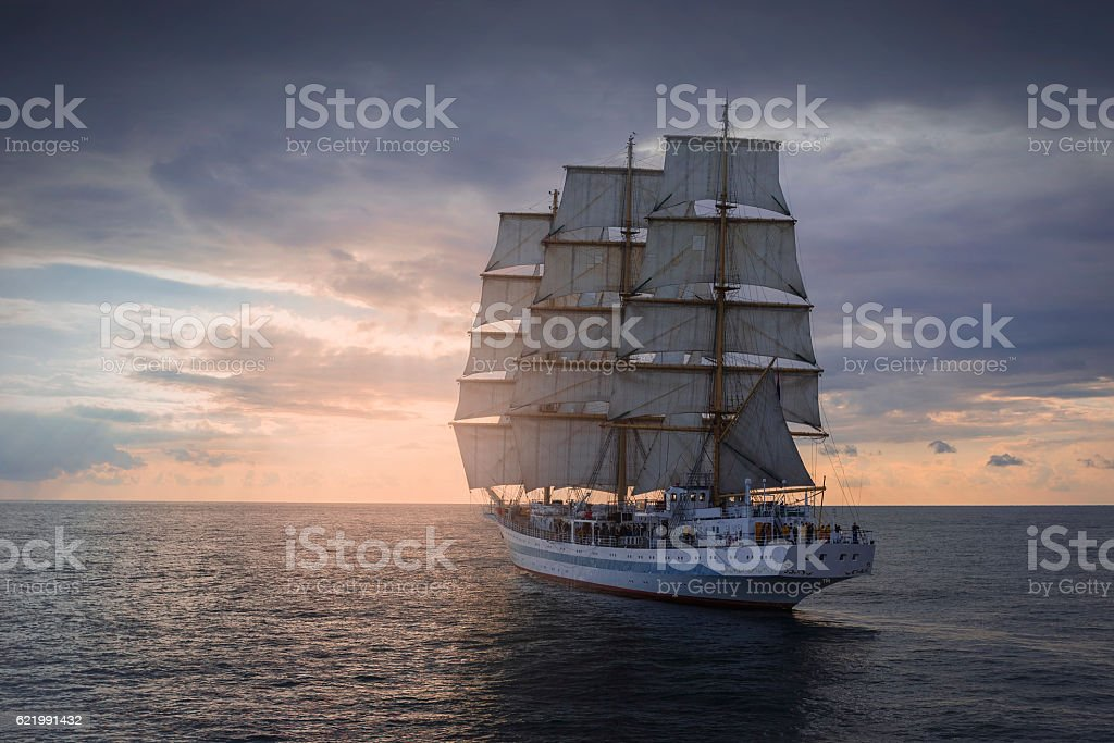 Ancient sailing ship in the sea - foto de stock