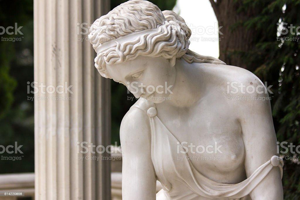 Alte Skulptur der Frau – Foto