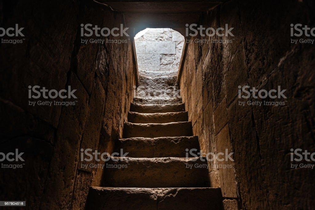 Alte Treppe in Diri Baba Mausoleum, 14. Jahrhundert, Gobustan Stadt, Aserbaidschan – Foto