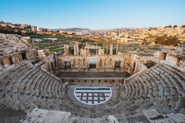 architecture de théâtre antique jerash, amman, jordanie - jordan photos et images de collection
