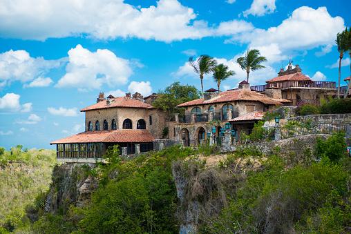 古代村アルトス デ チャボン ドミニカ共和国の再建された植民地時代の町カサ デ カンポラ ロマーナ - カリブのストックフォトや画像を多数ご用意