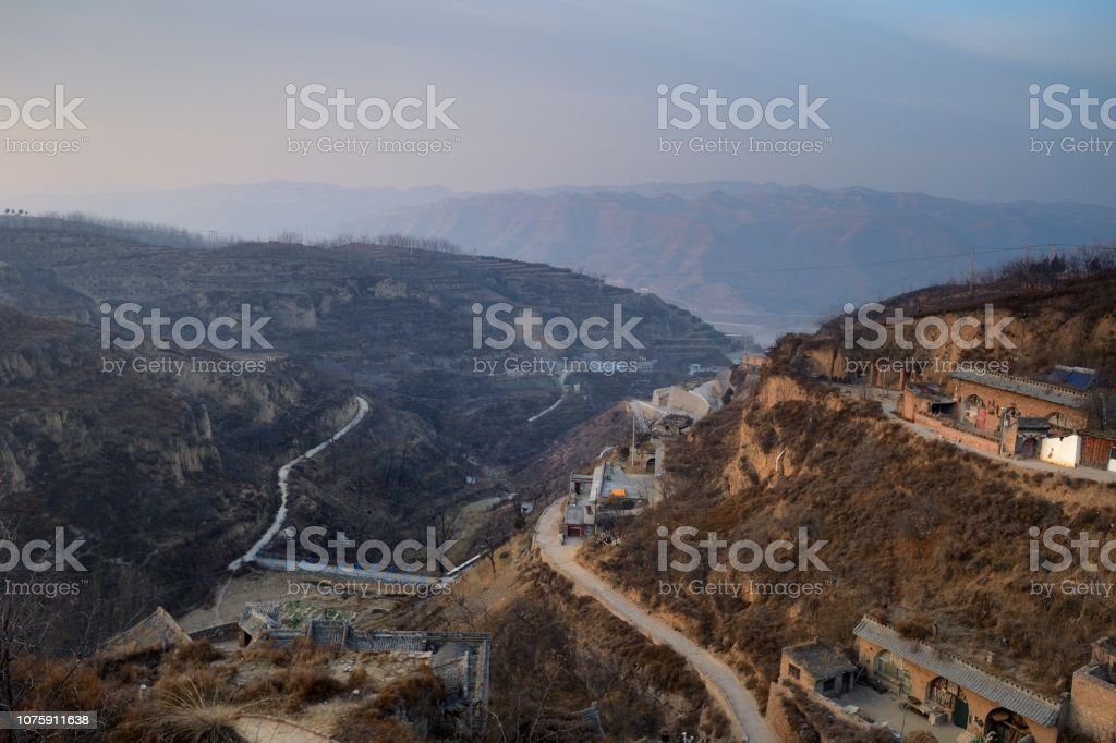 Altes Dorf in den Bergen – Foto