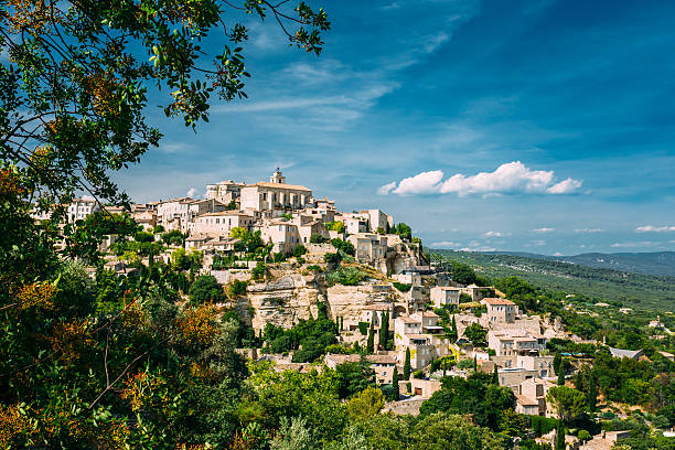 Ancient village of Gordes in Provence, France Beautiful scenic view of medieval hilltop village of Gordes in Provence, France. Blue sunny summer sky provence alpes cote d'azur stock pictures, royalty-free photos & images