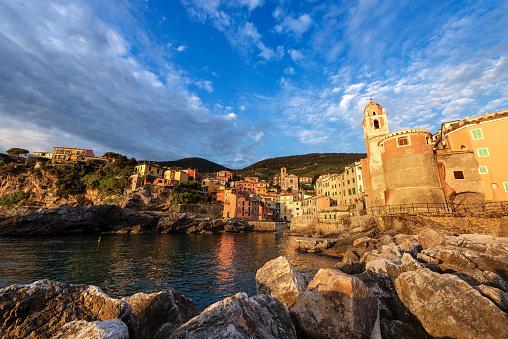석양리구리아 이탈리아 Tellaro의 고 대 마을 0명에 대한 스톡 사진 및 기타 이미지