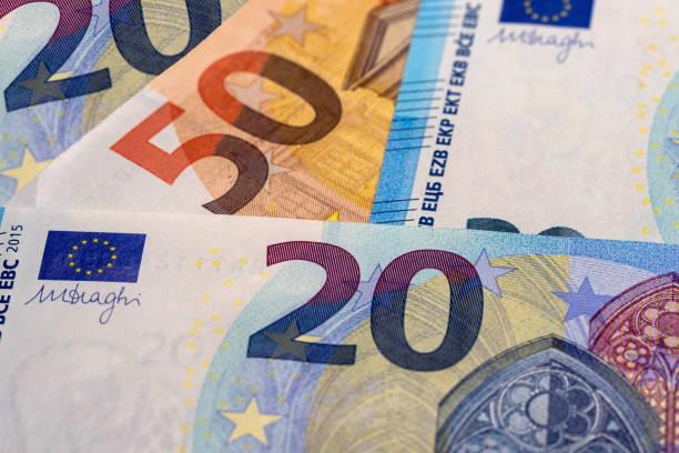 50- und 20-Euro-Banknotengeld (EUR), Währung der Europäischen Union – Foto