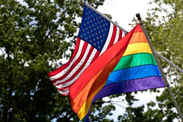 lgbt ve amerikan bayrakları birlikte - sembolizm akımı stok fotoğraflar ve resimler