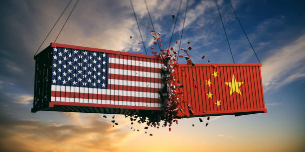 USA and China trade war. US of America and chinese flags crashed containers on sky at sunset background. 3d illustration - foto stock
