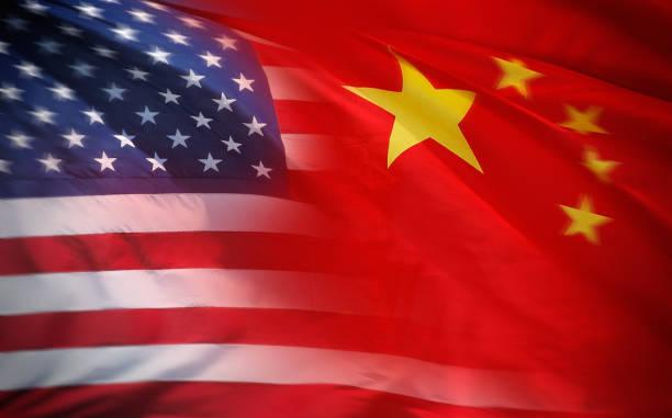 US-amerikanische und chinesische Flagge – Foto