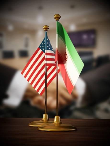 USA und dem Iran Desktop-Flaggen auf dem Tisch stehend – Foto