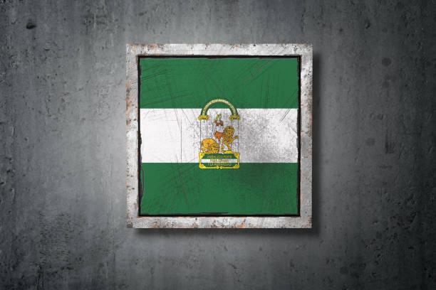 bandera de andalucía en muro de hormigón - andalusian flag fotografías e imágenes de stock