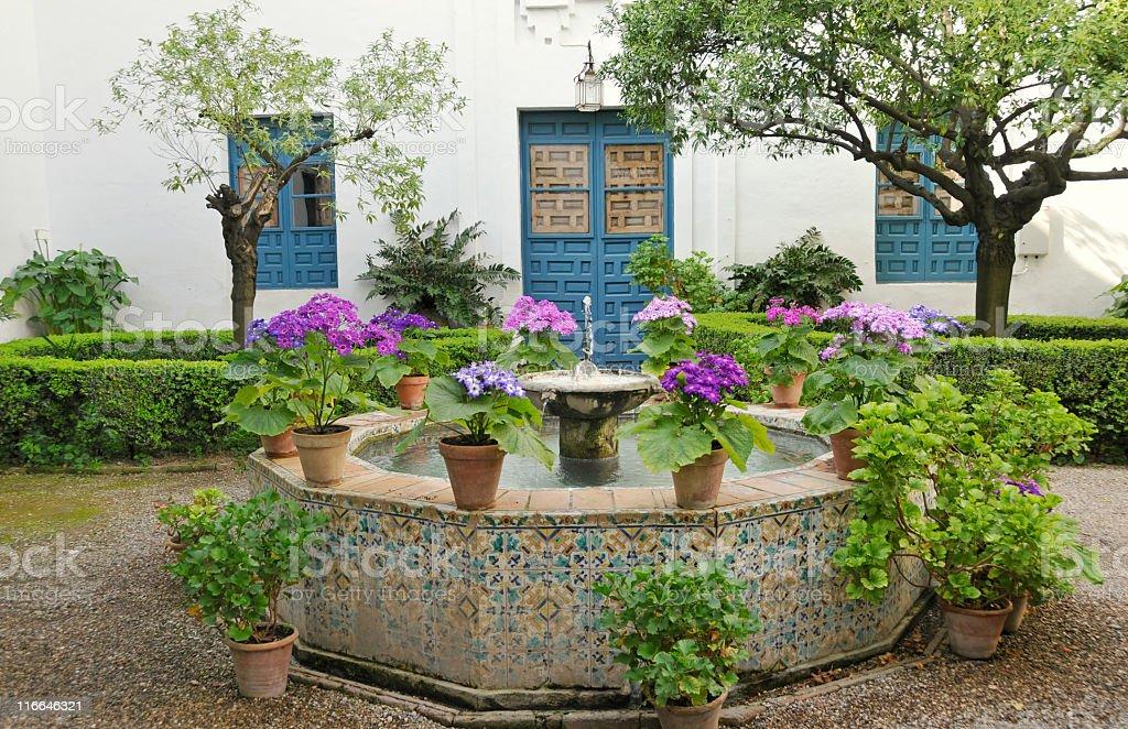Innenhof Spanischer Häuser innenhof spanischer häuser bilder und stockfotos istock