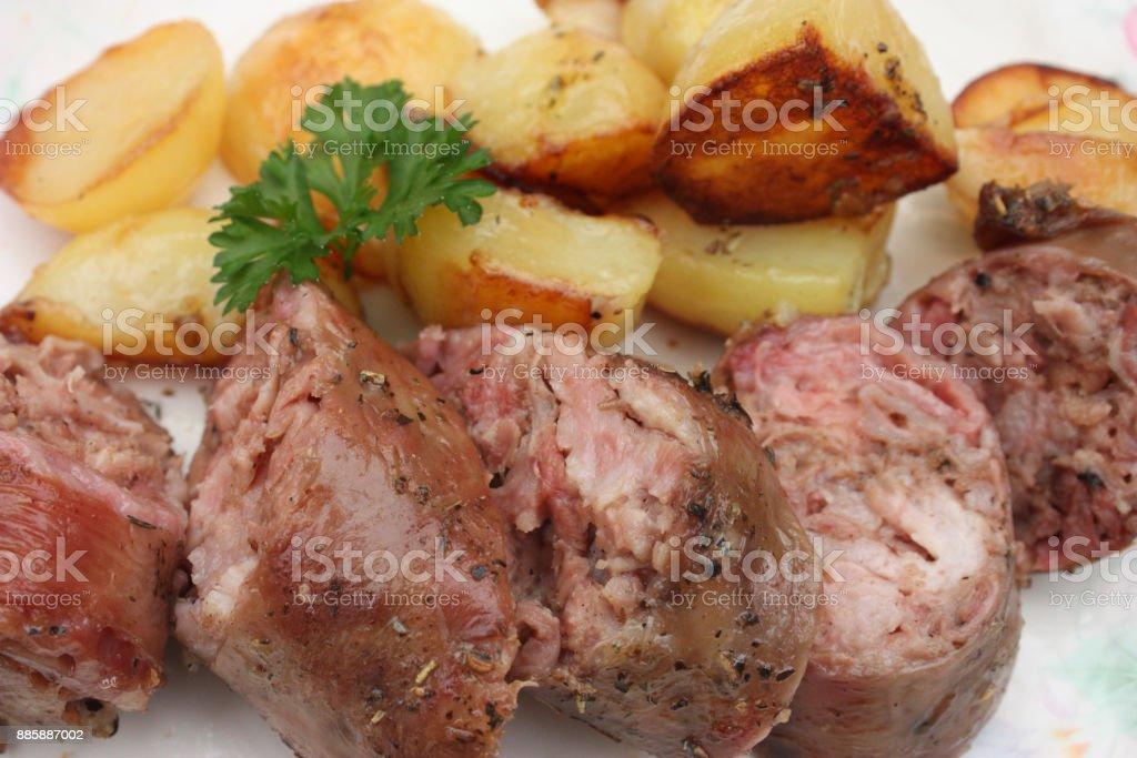 Andouillette avec une cuisine Français de pommes de terre rôties - Photo