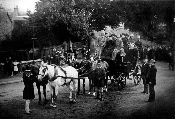 andrew carnegie rides coach in london - 載客馬車 個照片及圖片檔