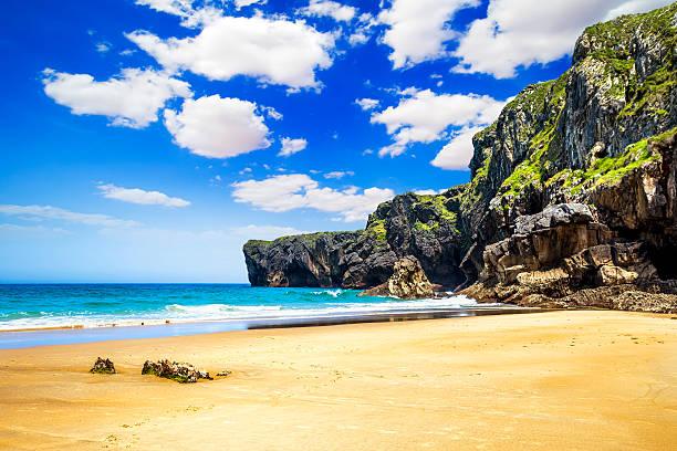 Andrin beach en Llanes, Asturias, España - foto de stock
