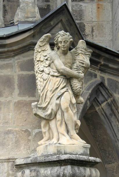 angel statue - ferragosto foto e immagini stock