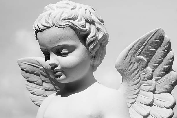 Angelical estatua - foto de stock