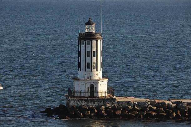 angel's gate leuchtturm in los angeles harbor - engelportal stock-fotos und bilder