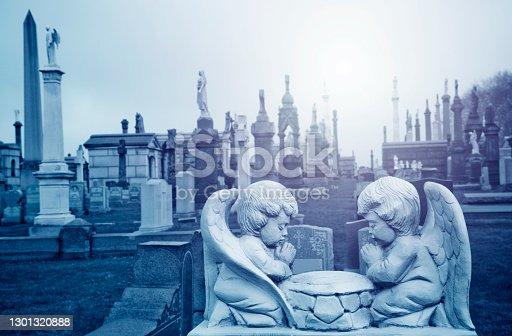 Two angels praying, Calvary Cemetery
