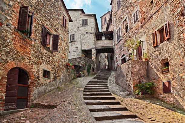 Anghiari, Arezzo, Tuscany, Italy: old alley in the medieval village Anghiari, Arezzo, Tuscany, Italy: picturesque old narrow alley with staircase in the medieval village old town stock pictures, royalty-free photos & images