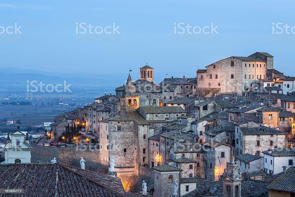 Anghiari paesaggio urbano al tramonto, Toscana, Italia - foto stock