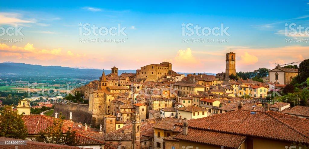 Anghiari medieval village panoramic view. Arezzo, Tuscany Italy - foto stock